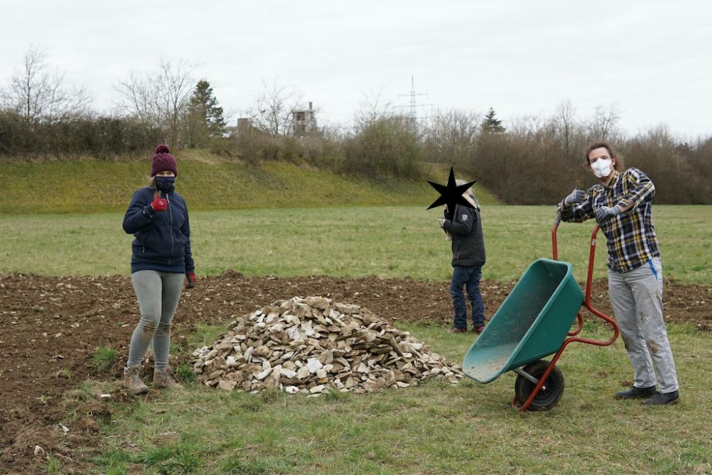 2021-03-28-begegnungsgarten-aussaat-M. Pöttker und S. Pukrop, Foto von A. Bienhüls